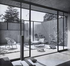 (1953) Craig Ellwood Courtyard Apartment in Hollywood