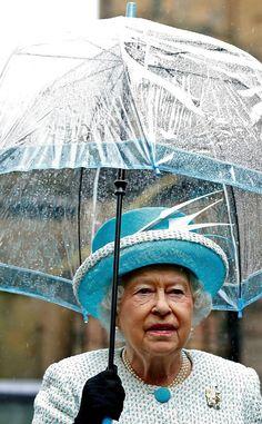 Queen-Elizabeth-Umbrella Photo (C) Andew Yates Pool, Getty Images Green Queen, Hm The Queen, Royal Queen, Her Majesty The Queen, Save The Queen, Elizabeth Philip, Queen Elizabeth Ii, Reign, British Family