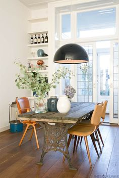 Interior Design Inspiration, Midcentury Modern, Sweet Home, Dining Table, Living Room, Furniture, Cupboard, Bookcase, Home Decor