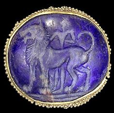 Univers Mininga Man and lion - A granulated gold gem from Knossos / Crete, B. Medieval Jewelry, Ancient Jewelry, Old Jewelry, Ancient Greek Art, Ancient Greece, Greek History, Ancient History, Knossos Palace, Objets Antiques