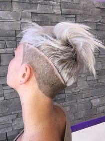 The pixie cut is the new trendy haircut! Put on the front of the stage thanks to Pixie Geldof (hence the name of this cup! Undercut Pixie, Undercut Women, Pixie Haircut, Undercut Long Hair, Edgy Pixie Cuts, Short Hair Cuts, Short Hair Styles, Top Hairstyles, Undercut Hairstyles