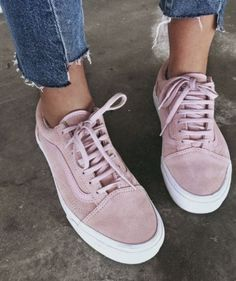 Love those pink sneakers with denim jeans.