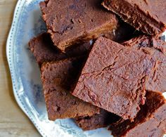 sweet potato brownies: gluten free, dairy free, vegan. I'm definitely going to try these some time. ^_^