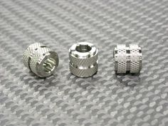 More Titanium beads Paracord Uses, Paracord Beads, Men's Jewelry, Jewelry Making, Paracord Accessories, Beard Beads, Cl Shoes, Rope Knots, Titanium Jewelry