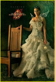 The Hunger Games katniss everdeen jennifer lawrence Catching Fire nickart Capitol Couture The Hunger Games, Hunger Games Catching Fire, Hunger Games Trilogy, Katniss Everdeen, Katniss E Peeta, Mockingjay, Capitol Couture, Donald Sutherland, Suzanne Collins