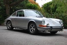 1970 Porsche 911. i have a thing for classic cars <3
