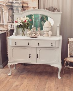 French Interior Design For Apartment Living Unique Furniture, Shabby Chic Furniture, Painted Furniture, Furniture Design, French Interior Design, Apartment Interior Design, French Apartment, Apartment Living, White Hutch