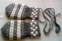 Children and Young Crochet Baby Mittens, Baby Blanket Crochet, Baby Knitting, Crochet Flower Patterns, Crochet Flowers, Knitting Patterns, Love Crochet, Diy Crochet, Baby Socks