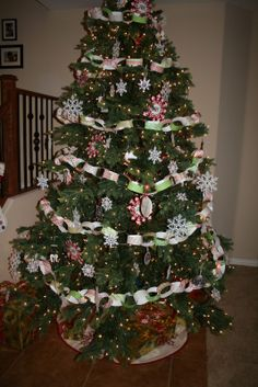Paper chain tree