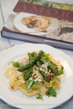 Tagliatelle with asparagus, almonds & mint // feed me up before you go-go