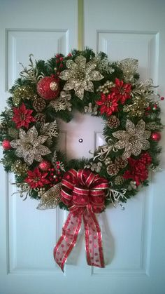 Beautiful Christmas Door Decoration Ideas – All For Christmas Artificial Christmas Wreaths, Christmas Wreaths For Front Door, Gold Christmas Decorations, Holiday Wreaths, Noel Christmas, Christmas Crafts, Christmas Ornaments, Christmas Candles, Christmas Quotes