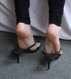 Feet Soles, Women's Feet, Gorgeous Feet, Beautiful Legs, Girl Soles, Socks And Sandals, Soft Feet, Foot Pictures, Foot Toe