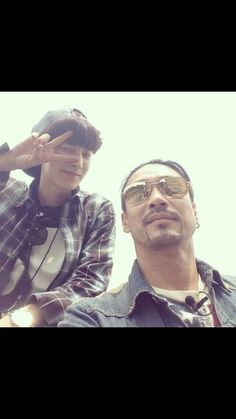 Shin Sung Woo with Chanyeol. Awww I loved them on Roommate. To me, they had the best relationship. <3