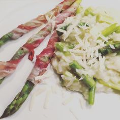 Risotto con asparagi e brie 🍸asparagi grigliati con speck #asparagus #asparagi #risotto #speck #yummy #foodporn #gnam #season #spring #love #healthyfood #italiancooking #passion #igersvienna #igerswien