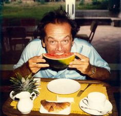 Jack Nicholson eating watermelon, photographed by Willy Rizzo. Jack Nicholson, You Don't Know Jack, Eating Watermelon, Cinema, People Eating, Vintage Recipes, Fruit Salad, Glass Of Milk, Tapas