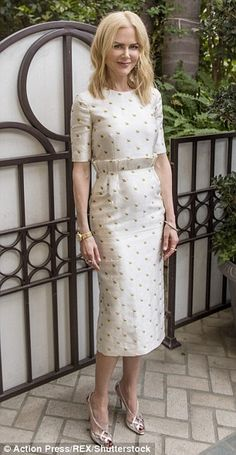 """hollywood-fashion: """"Nicole Kidman in Gabriela Hearst at the LA photocall for Lion on November """" Simple Dresses, Elegant Dresses, Nice Dresses, Dresses For Work, Modest Fashion, Fashion Dresses, Thai Dress, Mode Chic, Hollywood Fashion"""
