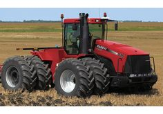 I love that where I live, this tractor can drive right through town, (even slowing down traffic) and it isn't a big deal. Case Ih Tractors, Big Tractors, Farmall Tractors, International Tractors, International Harvester, Agriculture Photos, Ranch Riding, Tractor Pictures, New Tractor