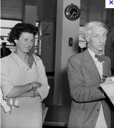 Max Ernst April 1891 – 1 April was a German painter, sculptor, graphic artist, and poet. A prolific artist, Ernst was a primary pioneer of the Dada movement and Surrealism. Pictured with wife Peggy Guggenheim. Peggy Guggenheim, Marcel Duchamp, Dada Movement, Art Photography Portrait, Special People, Real People, Max Ernst, And Peggy, Man Ray