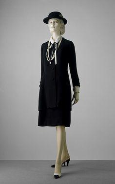 Chanel suit ca. 1965 via The Victoria & Albert Museum