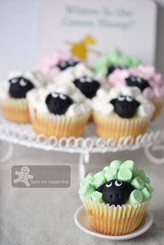 Green sheep cupcakes for birthday party Sheep Cupcakes, Sheep Cake, Kid Cupcakes, Birthday Cupcakes, 2nd Birthday, Birthday Ideas, Birthday Board, Baby Boy Cakes, Cakes For Boys