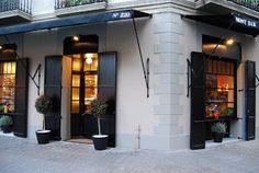 Mont Bar, tapas y platillos bien elaborados en un local con mucho encanto, aunque las racciones son pequeñitas. Ideal para un after work o un pica pica rápido para antes o después del cine.