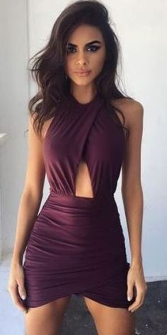 Keyhole detail on sexy dresses really makes for a cute look!