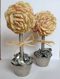 Snowies tree Sweetie Cake, Aunt Betty, Sweet Trees, Candy Cakes, Chocolate Bouquet, Pick And Mix, Chocolate Decorations, Candy Bouquet, I Want To Eat