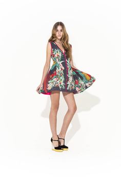 THIS adorable (reversible btw) silk parrot dress just arrived all the way from Australia - Mis-Cue Dress Clothes Encounters, Alice Mccall, Things To Buy, Stuff To Buy, Women Brands, Dress Skirt, Summer Dresses, Silk, My Style