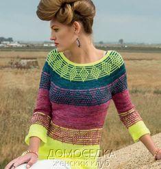 Вязаная цветная летняя туника от Ramona Gaynor выполнена спицами круговыми рядами сверху вниз.