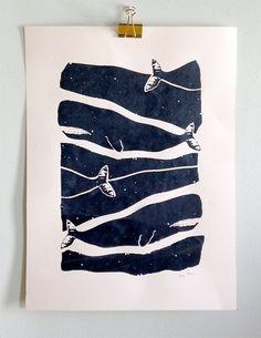 La conception en passant des baleines est maintenant disponible comme une impression de grand art. Taille 18 « x 24 » main tiré sérigraphie. Encre