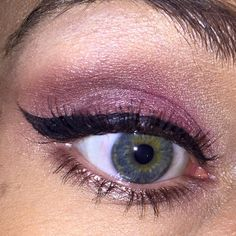 Know your going to have a good Monday when your wing is on fleek! Wearing on brows Urban Decay Cosmetics Brow Beater in Taupe and Official Lilash Page Brow Serum • shadows from LORAC Cosmetics, Inc. Mega Pro palette • liner by Make Up Academy (MUA) Dual Ended Cat Eyeliner in Midnight Black • mascara by Becca Cosmetics - North America • using Furless Cosmetics blending brushes • JAPONESQUE® Makeup Setting Spray #motd #beauty #wingedliner #eyeliner #makeup 