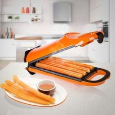 Can you imagine preparing homemade churros to surprise your family? Now you can make that dream come true with the Princess 132401 churros machine and enjoy some delicious freshly cooked churros. What an excellent gift idea! Cool Kitchen Gadgets, Home Gadgets, Cooking Gadgets, Cool Kitchens, Machine A Churros, Home Decor Accessories, Kitchen Accessories, Pancake Maker, Dream Homes