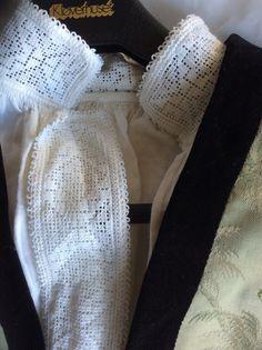 Lite brukt sognebunadsskjorte til dame. Denne skjorten kan brukes av damer i str S og. Kan gjerne møtes og dere får prøvd den. Er ofte i Sogn. Dvs kjører en del fra Bergen til Sogn. Nydelig brodering.