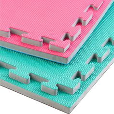 Reversible, two colour interlocking design Heavy duty, easy to clean material Textured micro-grid pattern (40mm Tatami) Each mat comes with four-sided edging strip 1m x 1m