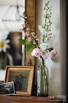 Country Style magazine. At this mid 19th-century cottage in at Woodside, South Australia, the light and the landscape provided inspiration for the owners, an artist and a furniture designer. Photography Sharyn Cairns, styling Indianna Foord ‪#‎countrystylemag #flowers #mantlepiece
