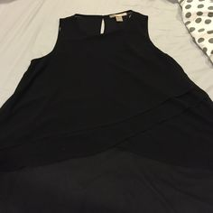 Black tank Worn once short in the front and long in the back flowy tank Forever 21 Tops Tank Tops