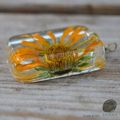 Real hand dried daisy sealed with high quality resin. Nature is so exquisite that it deserves to be preserved! This pendant is absolutely beautiful and will complement any outfit! The most unique resin jewelry you can find, no one will have the same as yours! All my resin creations are hand made by me in my home workshop. Please know that small imperfections, such as air bubbles, might be visual as they were made by hand not by a machine. I hope you find this adds to their individuality and…