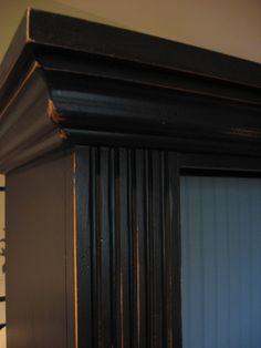 Paint distressed bookcase | southernhospitalityblog.com
