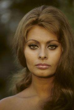 {19} Atriz Sophia Loren – 1963. (Willy Rizzo/Paris Match/Getty Images)