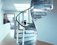 Elika, una scala scolpita nel vetro. | SalileScale Villa, Diy Projects, Design Inspiration, Home Decor, Staircases, Home Decoration, Projects To Try, Projects, Layout Inspiration