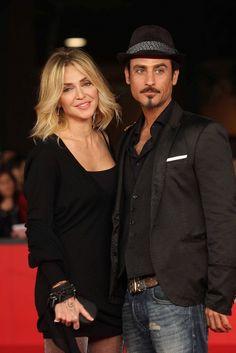 Raz Degan e Paola Barale..innamorati sul Red Carpet    http://www.invidia.it/coppie/vita-di-coppia/paola-barale-e-raz-degan-ancora-innamorati-sul-red-carpet-de-i-cecchini.html
