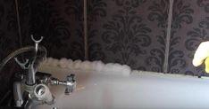 Voici comment éliminer la moisissure de votre douche ou de votre baignoire sans effort et en une seule nuit - Trucs et Astuces - Trucs et Bricolages Voici, Effort, Bathtub, Bathroom, Tips And Tricks, Cleanser, Black Stains, Standing Bath, Washroom