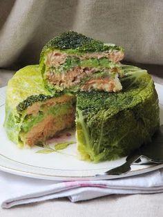 Très simple et rapide à préparer tout en étant présentable et relativement léger. Pour 5 personnes 1 chou frisé 500 g de saumon fr...