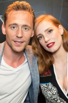 Tom Hiddleston and Jessica Chastain at San Diego Comic-Con 2015. Full size: http://i.imgbox.com/CPMM3m6S.jpg. Source: http://www.legendary.com/sdcc-saturday-recap/. Via Torrilla