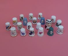 Collection Of 20 Thimbles All Good Makes ie Wedgwood, Royal Doulton, Coalport etc