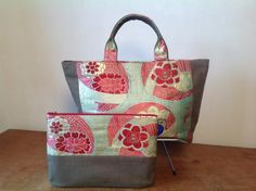 antique obi totebag&poach - ぬいもの屋 個々 Japan Bag, Kimono Fabric, Japanese Patterns, Purse Patterns, Small Quilts, Evening Bags, Purses And Bags, Pouch, Reusable Tote Bags
