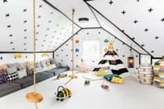 28 Modern Fish Tanks That Inspire Relaxation Attic Playroom, Playroom Ideas, Diy Lampe, Casa Loft, My New Room, Space Saving, Decoration, Home Office, Indoor