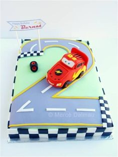 Lightning McQueen birthday cake, ok friends who knows how to make cakes? This is exactly what I want for Nathans birthday (=