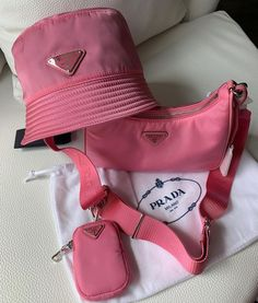 Luxury Purses, Luxury Bags, Accesorios Casual, Fashion Bags, Fashion Trends, Cute Hats, Shoulder Handbags, My Bags, Purses And Handbags