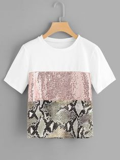 Casual Colorblock and Snakeskin Print Regular Fit Round Neck Short Sleeve Pullovers Multicolor Regular Length Contrast Sequin Panel Tee Diy Fashion, Fashion News, Fashion Outfits, Womens Fashion, Cheap Fashion, Umgestaltete Shirts, Streetwear Summer, Sequin Fabric, Mode Hijab